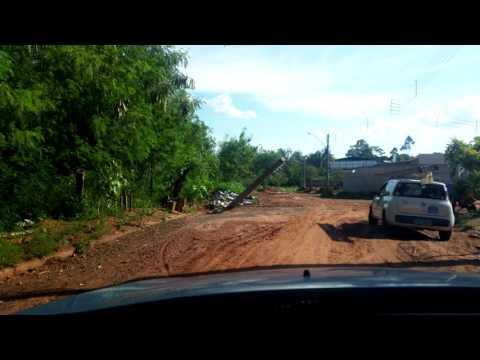 Jales - Rua do Jardim do Bosque engole poste sem que a Prefeitura tome qualquer providência
