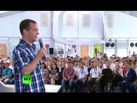 Медведев о низких зарплатах преподавателей