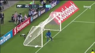 La defensiva del equipo jamaiquino se distrae con el asistente del gol, aprovechando la oportunidad Guardado para definir el primer gol del encuentro.