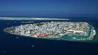 A República das Maldivas (Predefinição:Lang-dv, transl. Divehi Rajjeyge Jumhuria) é um pequeno país insular situado no Oceano Índico ao sudoeste do Sri Lanka...