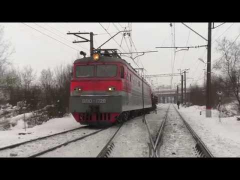 Электровоз ВЛ10-1728 с грузовым поездом