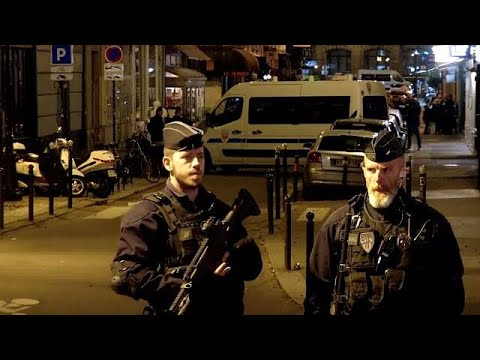 Messerangriff in Paris: Ermittler gehen Terrorverdach ...