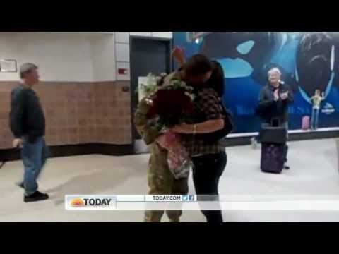 Video: Strangers Help Soldier Surprise Wife