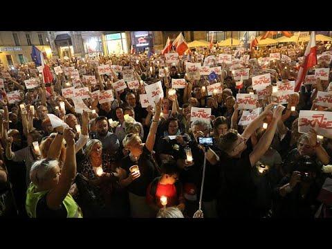 Mαζικές αντικυβερνητικές κινητοποιήσεις στην Πολωνία