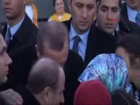 AKP Mitinginde Erkekler Kadınları Taciz Etti