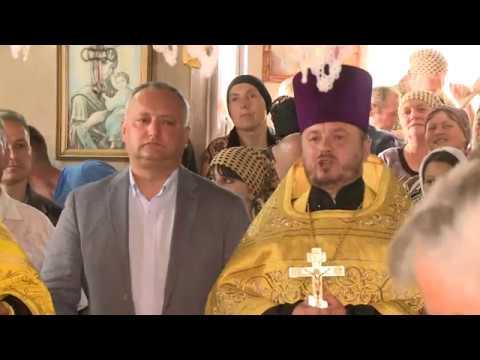 """Președintele țării a participat la festivalul ortodox """"Un trandafir, o lumînare pentru Ştefan cel Mare"""" din satul Oxentea"""