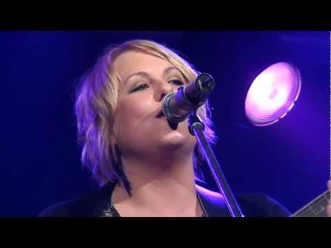 Lyn Bowtell - Sing Along