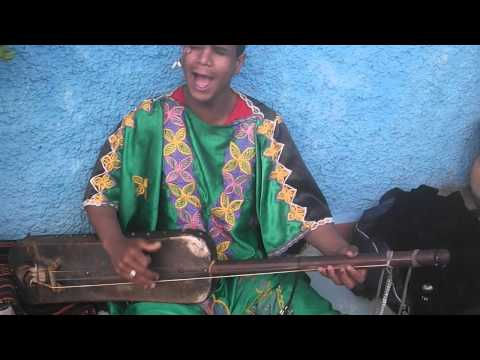 Gnaoui à L'oudayya de Rabat – Musicien de rue [Gnawa Music]