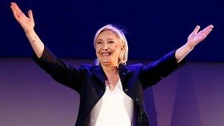 Contrairement aux autres candidats, Marine Le Pen a attendu les résultats, non pas à Paris, mais dans son fief d'Hénin-Beaumont, dans le nord de la France.