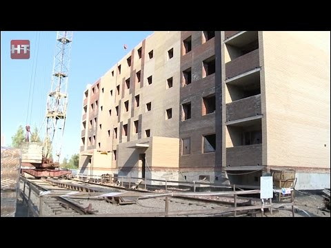 В Великом Новгороде идет строительство девятиэтажного кирпичного дома на улице Советской армии