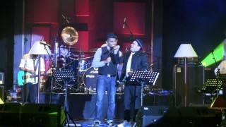 Video Tompi - Tak Pernah Setengah Hati ft. Glenn Fredly @ Central Park [HD] MP3, 3GP, MP4, WEBM, AVI, FLV Oktober 2018