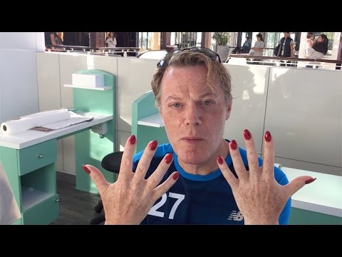 Guy replaces american psycho business card scene with pokemon eddie izzard perfectly explains his gender and sexuality in between marathons colourmoves