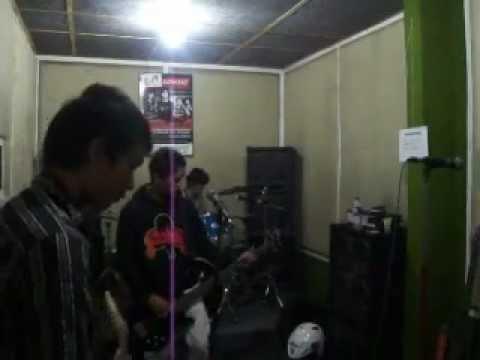 gratis download video - video-mesum-anggota-DPRcared-the-rock-band-cikampek--semangat-untuk-mengejar-dunia-