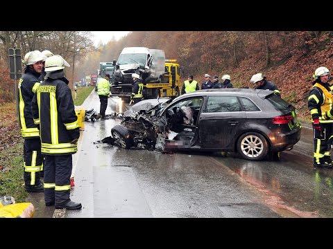 Unfall auf der B 7: Autofahrerin stirbt