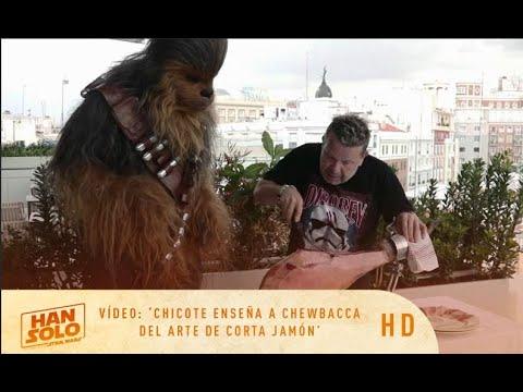 HAN SOLO: Una Historia de Star Wars - Chicote enseña a Chewbacca el arte de cortar jamón   HD