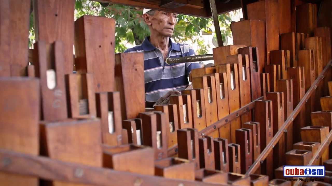 Pello 21 y su Organo Paris - Santiago de Cuba - 009v02