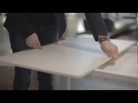 Sol è un tavolo allungabile che Bonaldo propone per arredare con stile il vostro soggiorno o la vostra cucina.  Una soluzione pratica e funzionale che consente facilmente di allungare il tavolo con una o due prolunghe. Sol è disponibile con piano in cristallo in varie finiture oppure in Doluflex®, un innovativo materiale leggero e resistente.