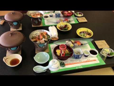 高知の温泉旅館、三翠園(さんすいえん)の夕食はこんな感じ!