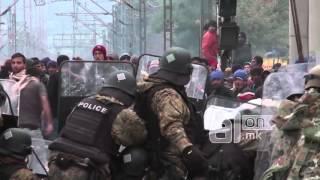Беженцы против полиции в Македонии
