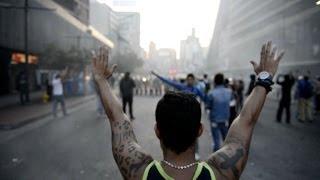 Os protestos realizados por universitários nas ruas de Caracas, na Venezuela, terminaram com, pelo menos, 3 mortos e 26 pessoas feridas. A nova onda de manif...