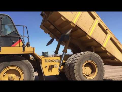 CATERPILLAR OFF HIGHWAY TRUCKS 775F equipment video AWe1Dfyn9Cw