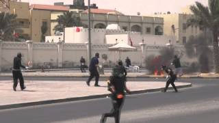 Sitrah Bahrain  city images : Revolution Bahrain : ( Flame volcanoes process ) Attack the police station in Sitra