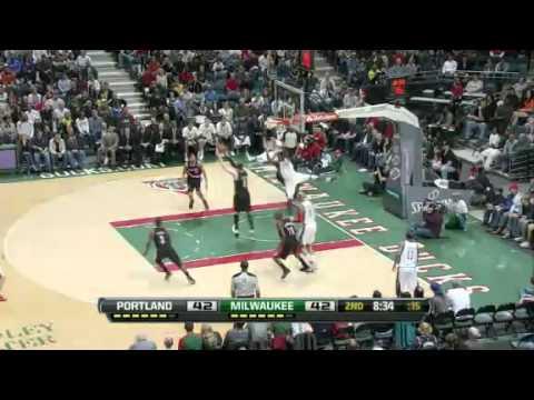 JJ Hickson denies Ekpe Udoh's dunk attempt