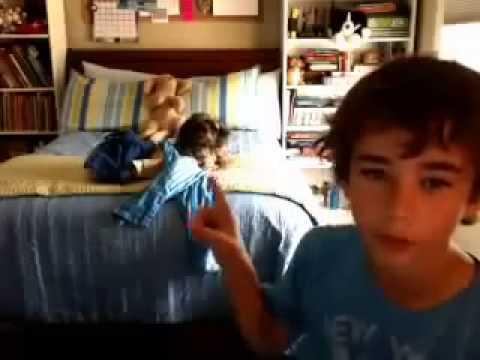 Garoto de 12 anos revela ser gay na webcam!