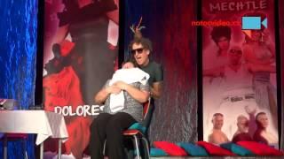 VIDEO DNE: Bábinka na Travesty show! Takovou show jste ještě neviděli!