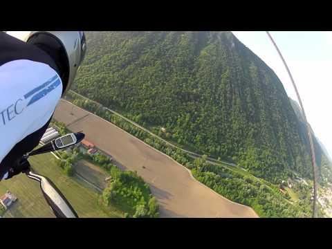 Volo sopra Laveno col mio deltaplano