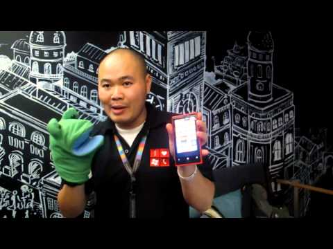 Watch Nokia Lumia 920 sized up with the iPhone 5, and operated with a spoon