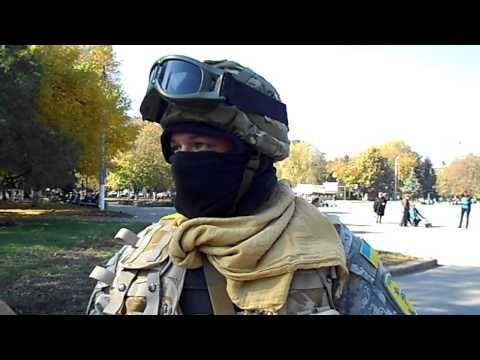 Украинские военные на музыкальном БТР в Славянске