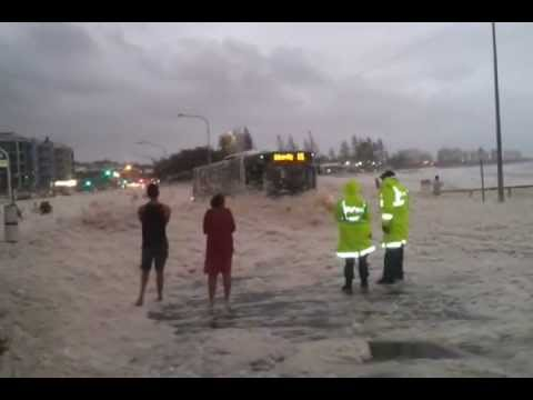 ORIGINAL Sunshine Coast Floods 27%2F1%2F2013 .....police get the surprise of a life time
