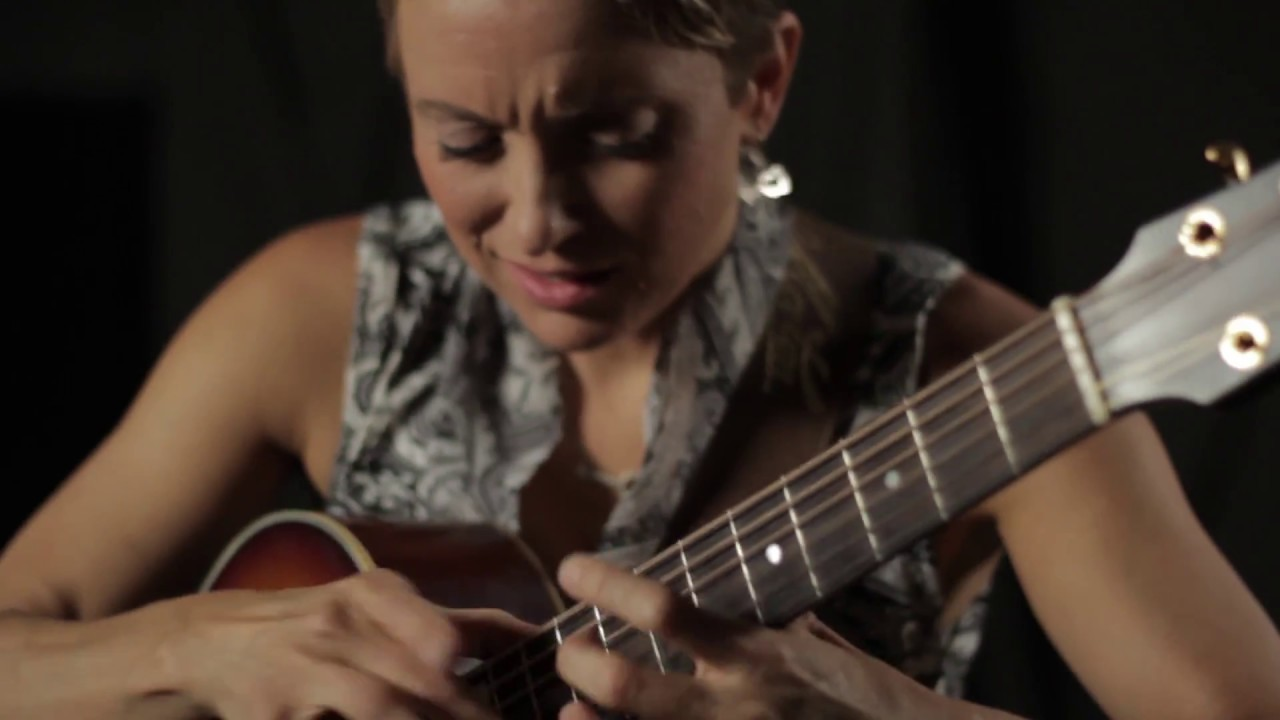 Fingerstyle Guitar Champion Christie Lenée: Acoustic Guitar Session