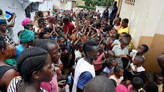 Sono 450 le vittime accertate dall'alluvione a Freetown in Sierra Leone, tra loro 105 bambini, mentre si cercano i corpi di oltre 600 dispersi. I sopravvissuti ...