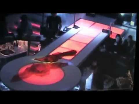 O Dansatoare Din Buric Cade De Pe Scena www.filefun.net