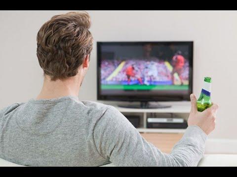 العرب اليوم - شاهد: الجلوس أمام التلفزيون يُعرّض الرجال لخطر سرطان القولون