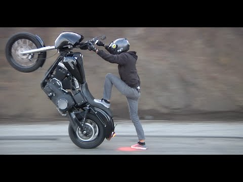 Crazy Harley-Davidson Wheelies on Mulholland Hwy. HD