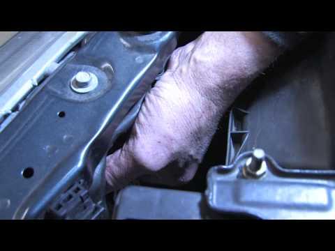 Auto Repair & Maintenance : How to Replace Headlight Bulbs