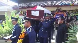 Suasana Haru Prosesi Pemakaman Kopilot Hercules Lettu Pnb Pandu Setiawan