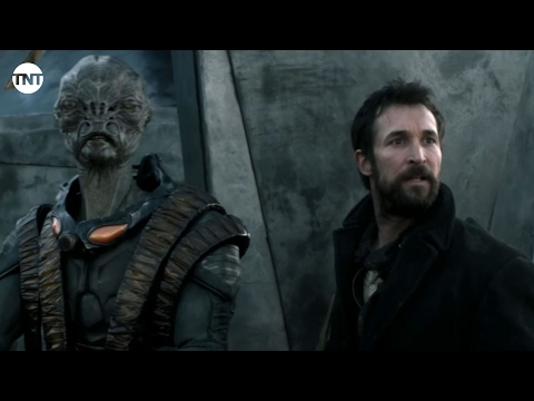 Falling Skies Season 5 (Clip 'The Battles: 2nd Mass Brings Down Grid')