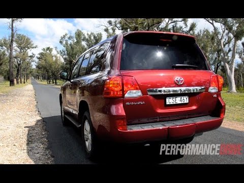 2014 Toyota LandCruiser Sahara V8 0-100km/h & engine sound