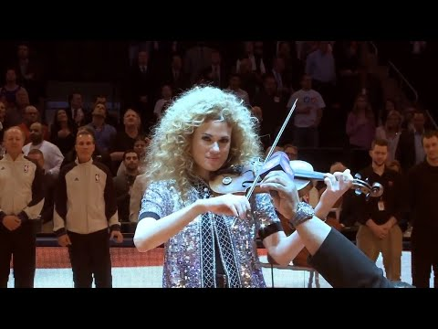 Miri Ben-Ari shows how to play the violin for 20 thousand people when the sound goes out!