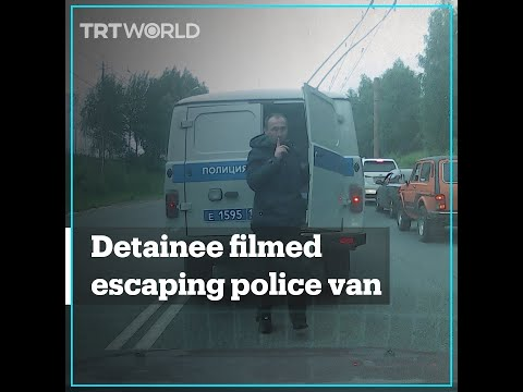 Detainee filmed escaping from police van in Russia