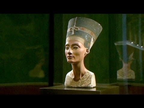 100 عام على اكتشاف تمثال رأس الملكة