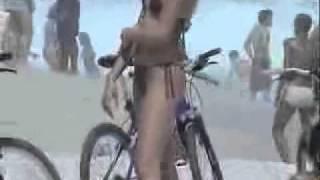 Chicas En La Playa En Bikini