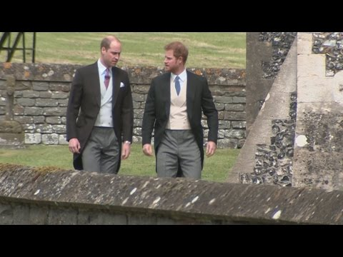 Kate, Will and Harry arrive at Pippa's wedding (видео)