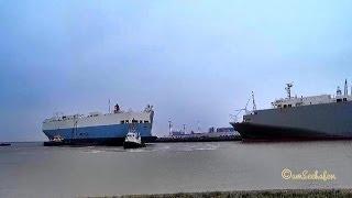 3 Tugs turning car carrier FRISIA in Emden Germany outer Harbor 10x timelapse Zeitraffer