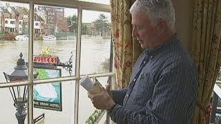 UK floods: Doctor turns local pub into a surgery
