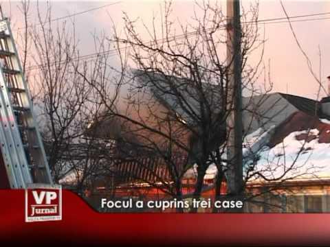 Focul a cuprins trei case